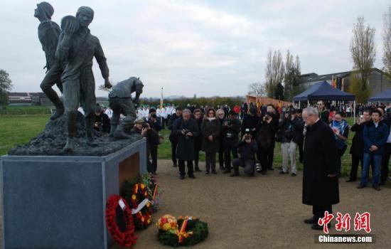 当地时间11月15日,一战华工青铜纪念雕像在比利时西部与法国接壤的波普林格市正式落成。中新社记者 德永健 摄