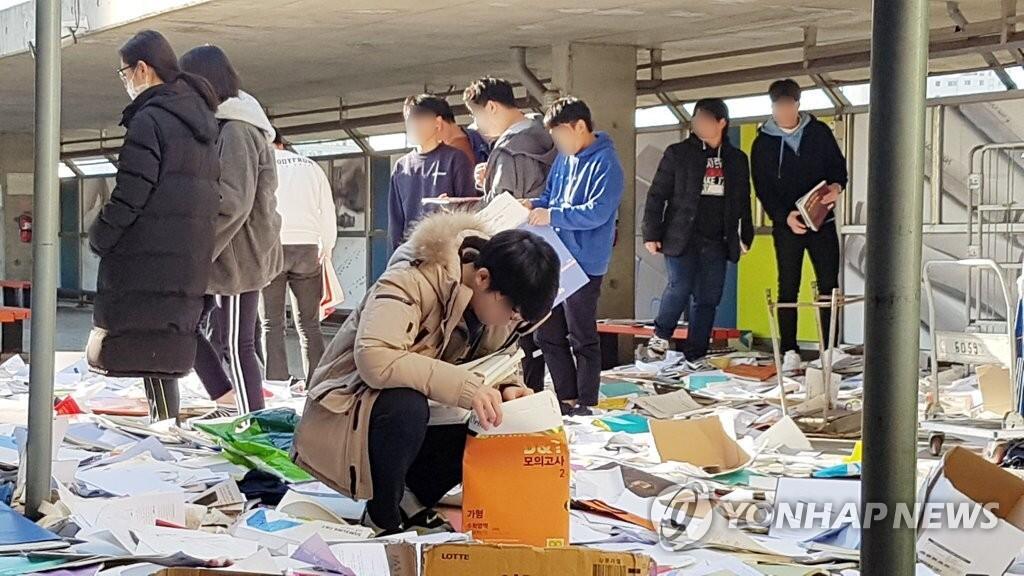 韩高考因地震延迟:学生垃圾堆找书 整形手术推