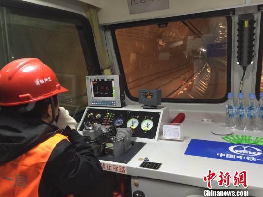 """兰州轨道交通1号线一期工程全线隧道实现""""洞通""""。 刘薛梅 摄"""