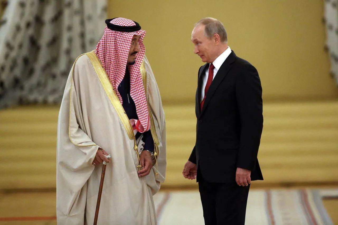 ▲资料图片:2017年10月4日,沙特国王萨勒曼抵达俄罗斯首都莫斯科进行访问,成为首个在位期间造访俄罗斯的沙特国王。(彭博社)