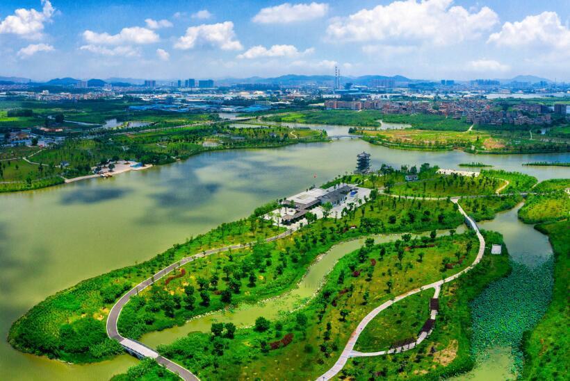 """""""三区""""是指松山湖(生态园),滨海湾新区和水乡新城三个重大战略发展"""