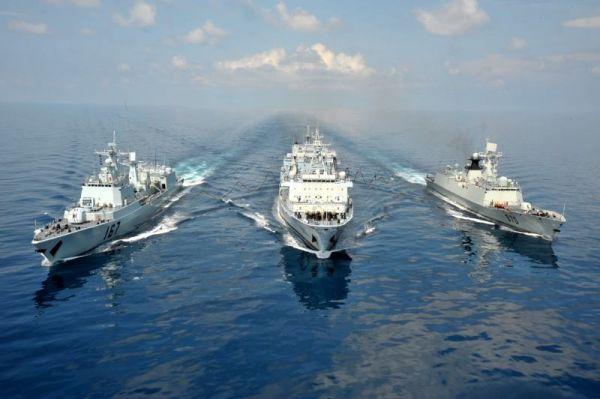 图为中国水师舰艇在远洋海域执行使命