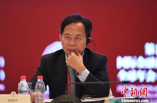 19日,民生证券首席经济学家邱晓华在广州出席国际金融论坛第14届全球年会时表现,上市公司在中国资源市场中应尽更大的责任,应当对上市公司征收对投资者的风险保证金。 崔楠 摄