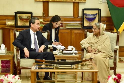 当地时间2017年11月18日,孟加拉国总理哈西娜在总理官邸会见外交部长王毅。