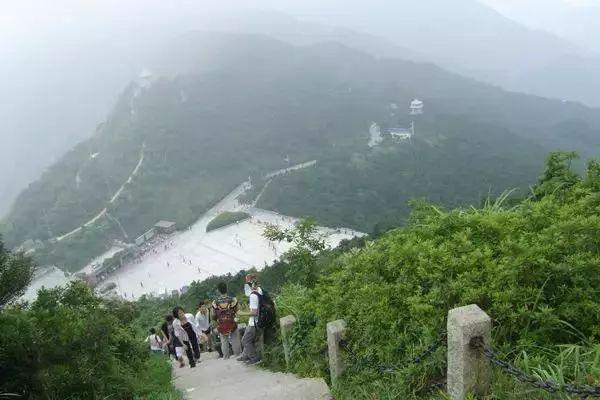 5公里,是梧桐山风景区建设最早,最受市民喜爱的登山道.