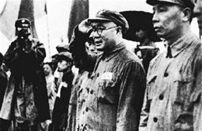 刘伯承市长(右二)到场南京市干部大会。
