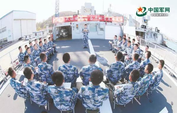 """乌海舰""""老妈与我话使命——奋斗的青春最美丽""""主题交流活动现场。 中国军网 图"""