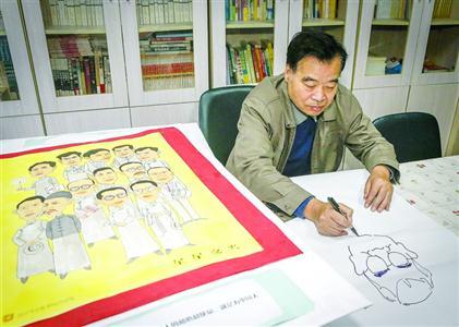 """自得其乐的""""社区漫画家""""吴济良 /晨报记者 张佳琪"""
