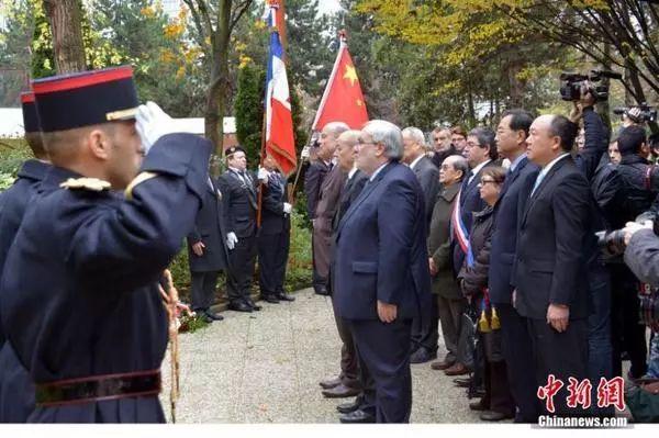 时任法国国防部长德勒里昂等高管到场纪念仪式