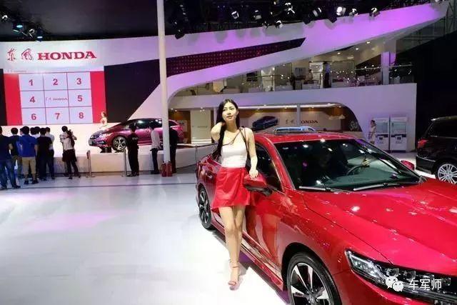 2017广州车展车模第二波:玛莎拉蒂展台美女颜值爆表