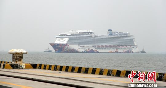 """15万吨豪华游轮""""世界梦号""""在广州南沙首航"""