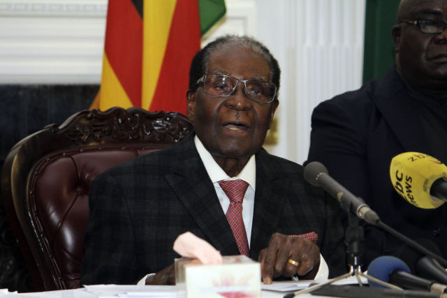11月19日,在津巴布韦哈拉雷,津巴布韦总统穆加贝发表电视讲话。(新华/美联)