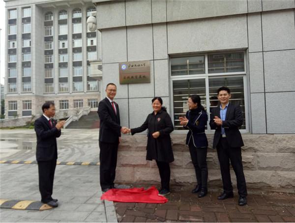 鹿寨县法院与广西民族大学法学院签约共建法学教育实践基地
