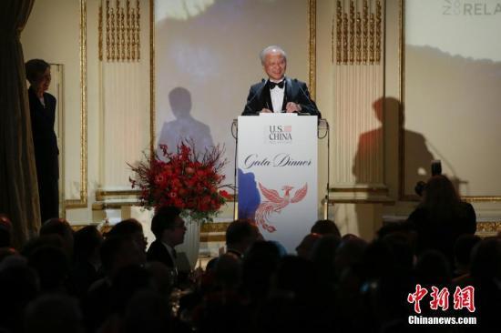 当地时间11月20日,美中关系全国委员会2017年年度晚宴在纽约举行,中国驻美国大使崔天凯应邀出席并致辞。中新社记者 廖攀 摄
