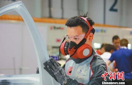 图为蒋应成训练、角逐状态中。浙江省人社厅提供