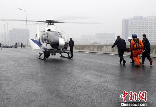 """上海举行""""高速公路重大交通事故处置综合演练"""""""