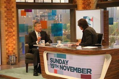 """▲11月19日,驻英国大使刘晓明接受英国自力电视台""""佩斯顿星期日访谈""""节目直播专访。"""