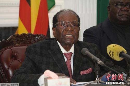 穆加贝于11月19日晚发表全国电视讲话。讲话中,他并未宣布辞去津巴布韦总统职务。