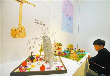 """学生艺术设计大赛架""""时空桥"""" 100件获奖作品走"""