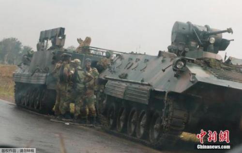 津巴布韦首都哈拉雷的士兵。