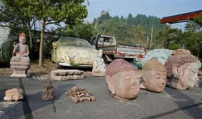 警方追回的盗卖佛像