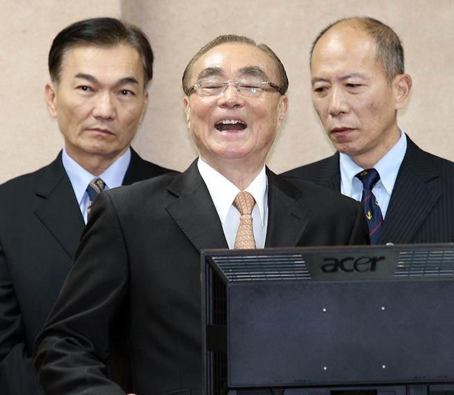 冯世宽狂笑(来源:中时电子报)