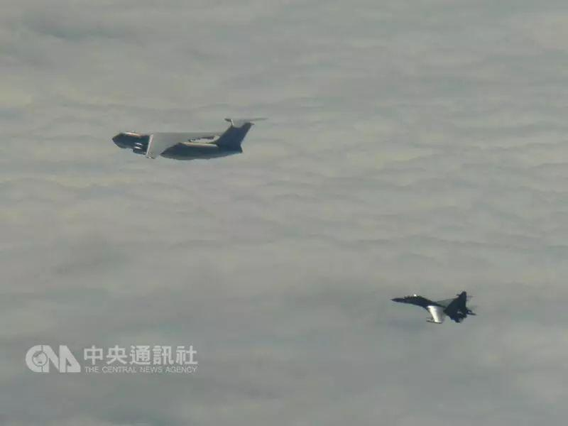 台湾方面公布的图-154电子侦察机