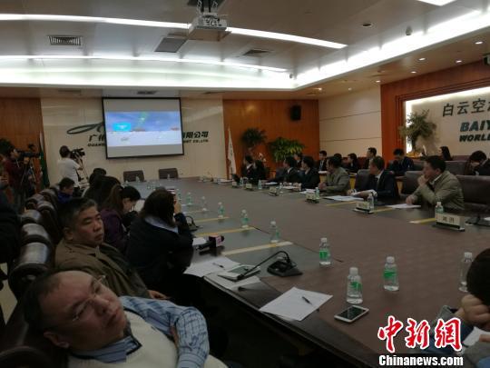 """广州白云国际机场对外宣告,中国首个由""""苍擒无人机侦测防御系统""""正式投入试运行 郭军 摄"""
