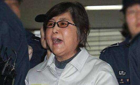 崔顺实在法庭大喊:再也受不了了 快判我死刑吧