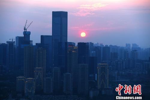 资料图为重庆高楼。中新社记者 陈超 摄