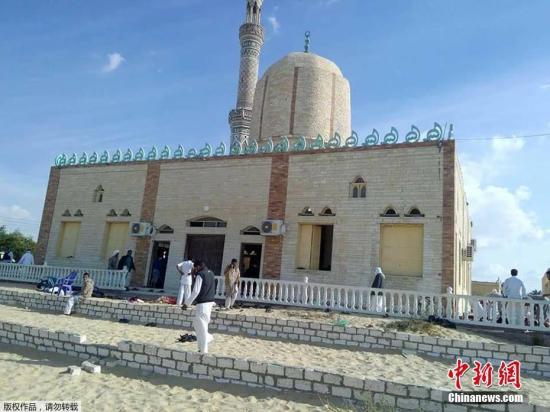 资料图:埃及西奈半岛北部al-Arish地区一清真寺在祷告期间遭遇炸弹袭击事件。