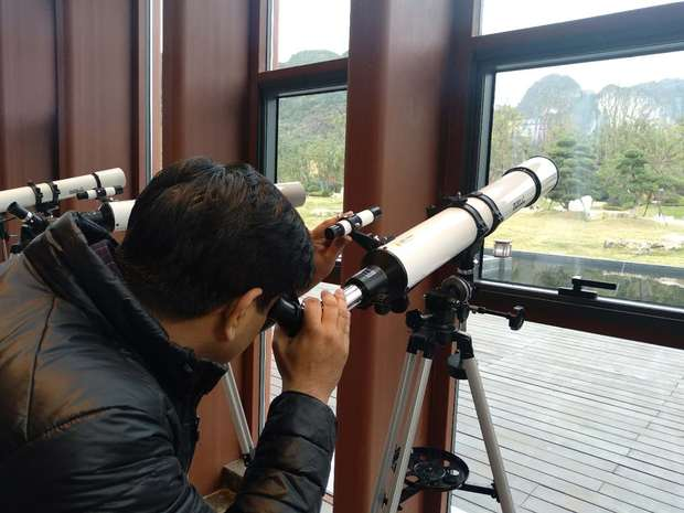 """""""走好新时代的长征路""""——中外青年学者交流活动中巴基斯坦专家在参观天文小镇"""