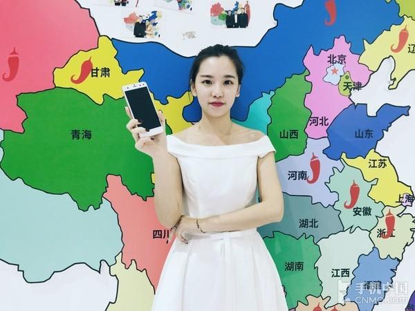 红辣椒MOMO手机正式发布 前置双摄给力