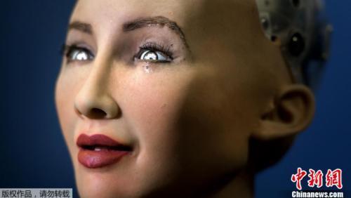 资料图:索菲娅成为地球上第一个被赋予公民身份的机器人。