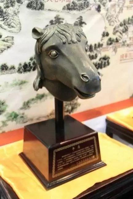 ▲圆明园12生肖兽首铜像中的马首