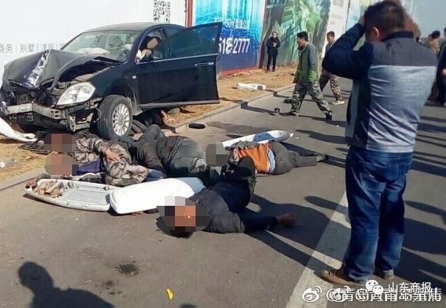 突发!山东重大车祸!轿车冲上人行道致5死3伤!