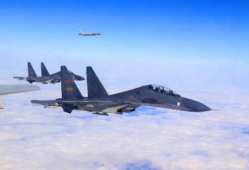 空军轰-6K等多型多架战机开展远洋训练(11月19日摄)。 新华社发