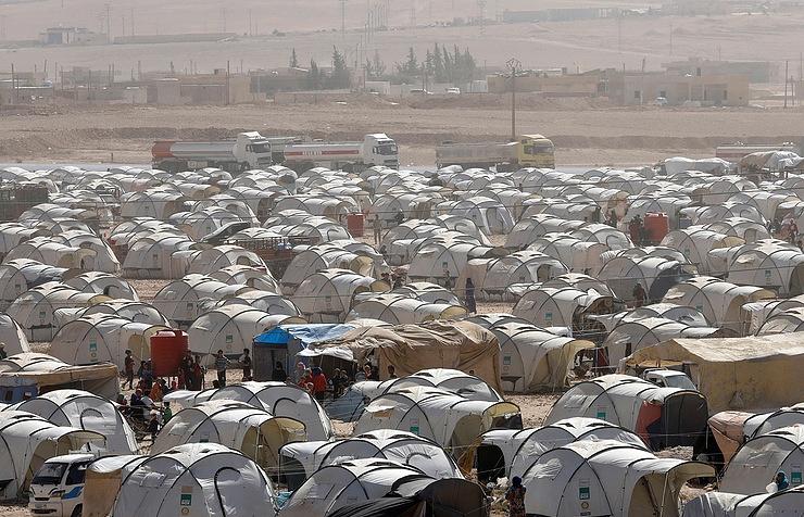 美封锁俄军在叙利亚基地周边区域 致5万人与外界隔离献血车办婚礼
