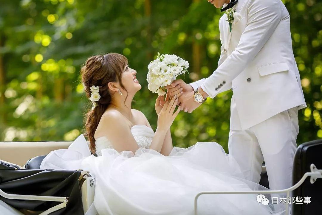 菊地亚美晒结婚照 婚纱照蜜月婚礼一个不落