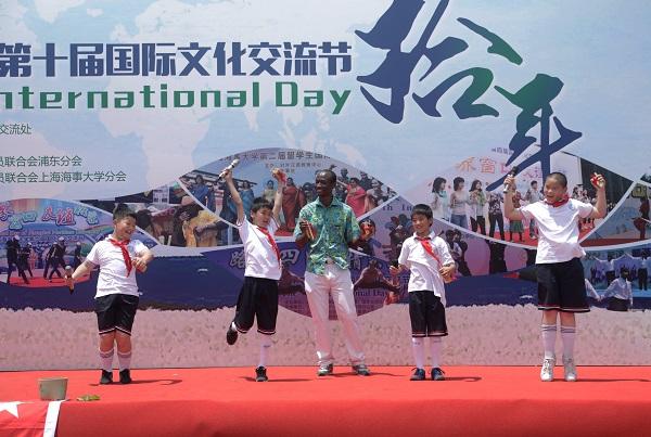 临港搭起国际舞台,国际文化交流节展五洲风情
