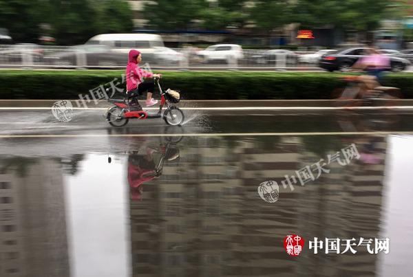 北京6区县突遭暴雨 为何局地降雨特别凶猛?
