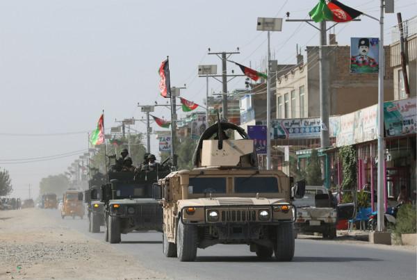 图道:阿富汗平安队伍正在街讲下行驶。西方IC