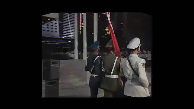 回顾1997年7月1日零时中国人民解放军驻香港部队在威尔士军营
