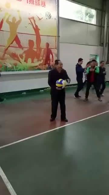 袁隆平老师90岁高龄,依然发得一手好球。
