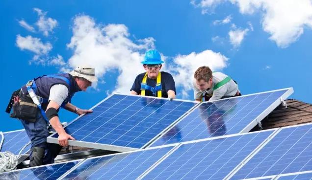太阳能项目蓬勃发展 可再生能源工作岗位激增