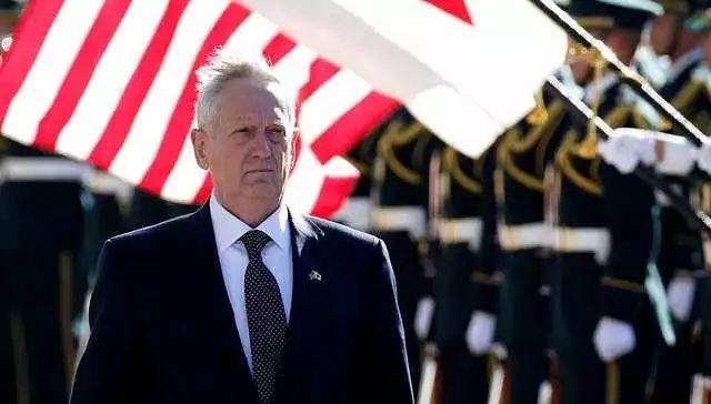 △退出现役后就任美国防长的马蒂斯着常服出席外事活动
