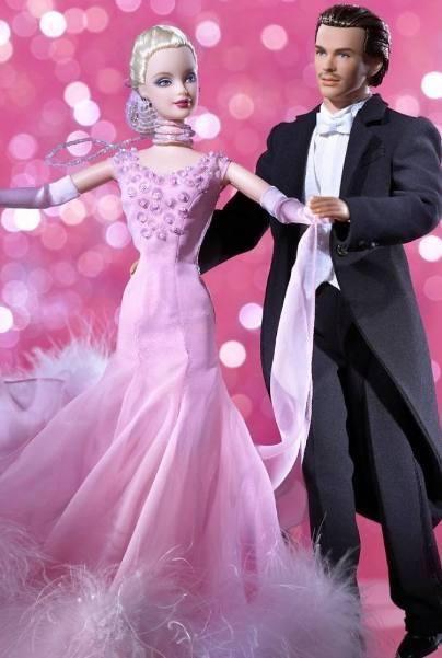 天蝎座的芭比婚纱照也是神秘感十足,猜猜男士的腿藏在哪里了呢?