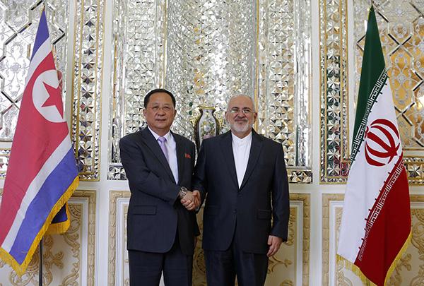 伊朗遭美制裁首日迎来朝外相 双方或互相打探美国