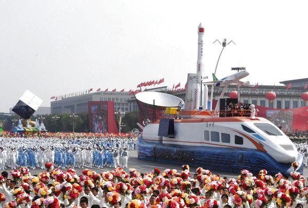 """2019年10月1日上午,庆贺中华群众共战国建立70周年年夜会正在北京天安门广场盛大举办。那是""""立异驱动""""圆阵。(李欣 摄)"""