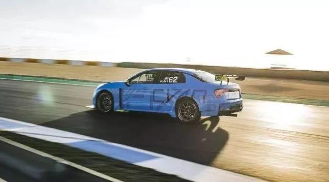 2.0T+8AT,5.9秒破百,这辆国产车比合资竞品实力还强!